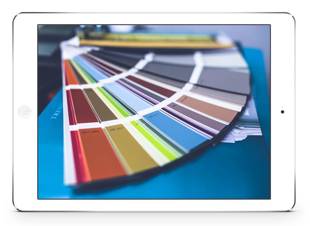 Photo de tablette montrant une photo de nuancier de couleurs